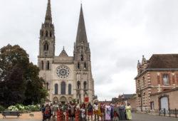Devant la cathédrale de Chartres