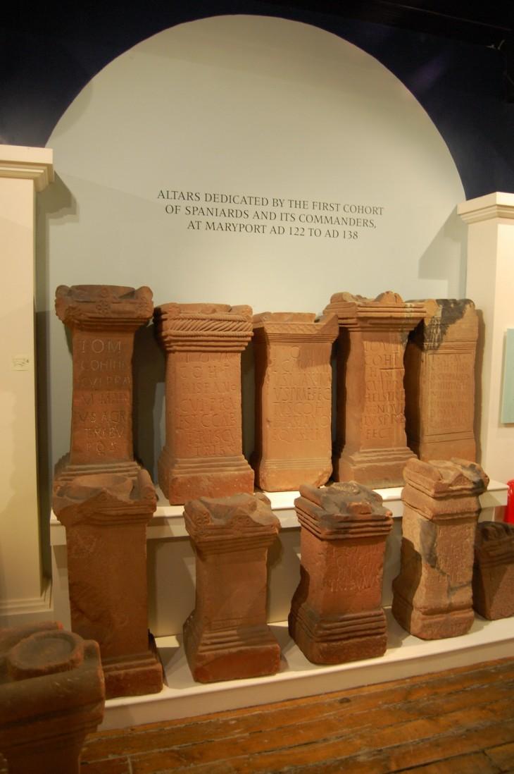 différents autels à l'intérieur du musée