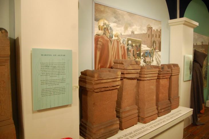 autels cérémoniaires découverts à Alauna
