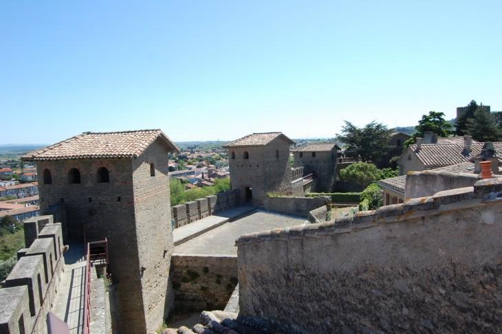 vue intérieur du rempart romain de la cité de carcassonne