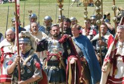L'empereur, accompagné de la VIII Augusta.