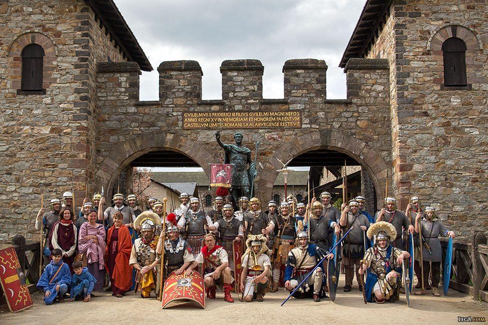 Legion VIII Augusta et Cohors IIII Vindelicorum devant la porte principale de Saalburg