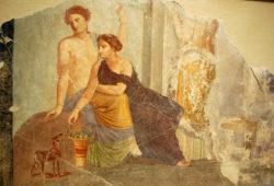 Pompéi, femme auprès d'un faon, scène de culte à Bacchus ? conservé au Louvre-Lens